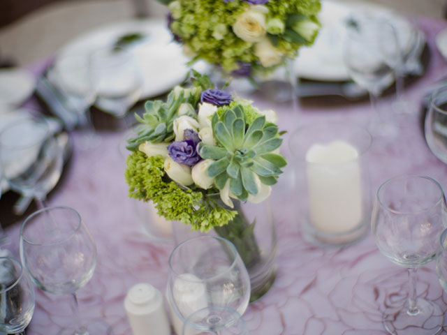 4_brides_dress_rehearsal_table_flowers